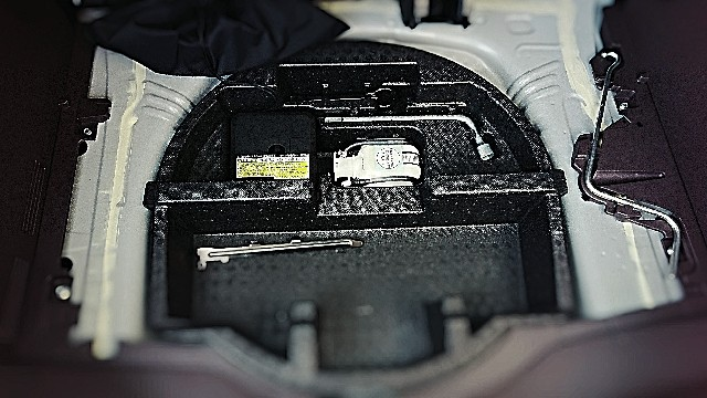 新車購入時はメーカーオプションのスペアタイヤは付けるべき!パンク修理剤の注意点とスペアタイヤの必要性